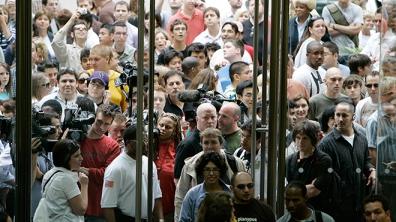 La foule devant les magasins