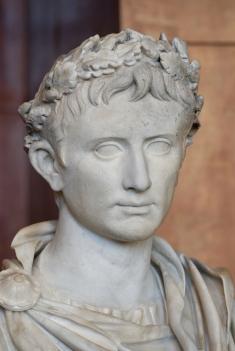 12aout-Augustus_Prima_Porta_Louvre_Ma1247