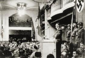 8 novembre - Hitler-in-bierkeller-500x344